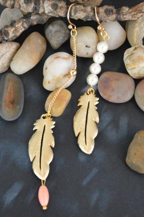 Feather pendant earrings, Dangle earrings, White pearls,Gold plated ball chain /Bridesmaid gifts /Everyday jewelry/