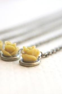 Mustard Yellow Rose Flower Necklaces // Set of 5 // Bridesmaid Gifts // Wedding Party Gifts