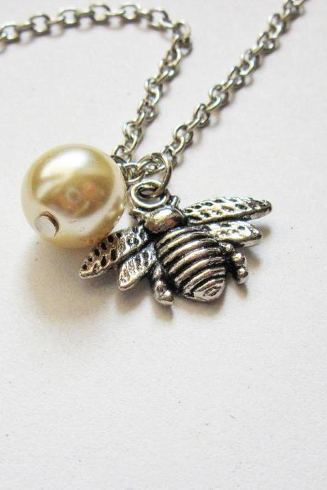 Honeybee necklace, Silver Bee Necklace, Bee pendant necklace, Bee Charm Necklace, Honey bee Jewelry, Insect Necklace, animal necklace, tiny