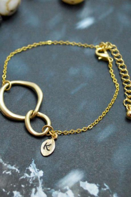 C-029 Interlocking initial bracelet, Personalized bracelet, Infinity bracelet, Simple bracelet, Gold plated/Everyday jewelry/