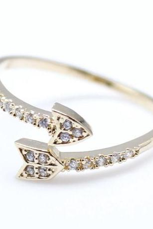 Arrow ring with Rhinestone in gold-Adjustable Ring