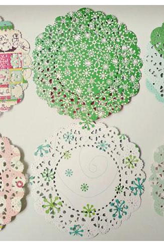 Christmas Paper Doily 2 paper / pack for cardmaking, party decoration, scrapbooking