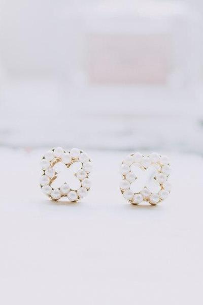 monogram pearl stud earrings/studs earrings/pearl earrings/pearl stud earrings,E065R