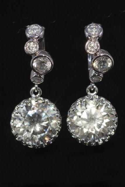 Wedding Earrings, Bridesmaid Earrings,Cubic Zirconia Detailed Leverback Earring with Round Cubic Zirconia Finding (E242)