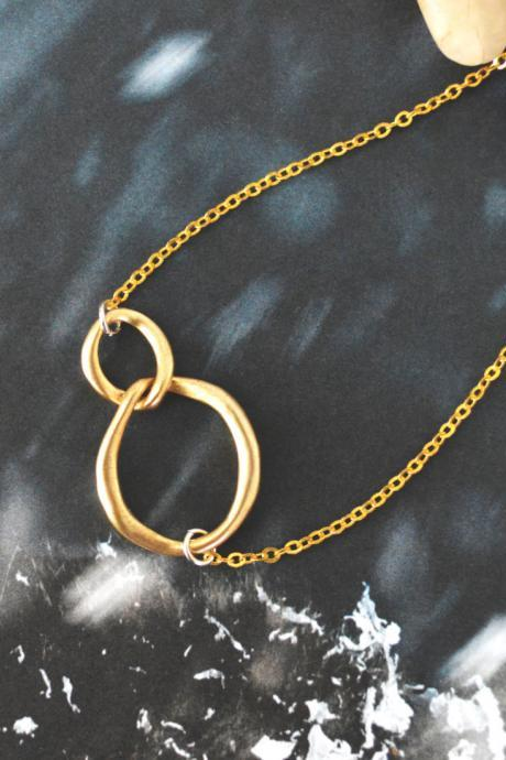 A-011 Linked ring Necklace, Two circles necklace, Interlocking circle necklace, Gold plated/Bridesmaid gifts/Everyday jewelry/