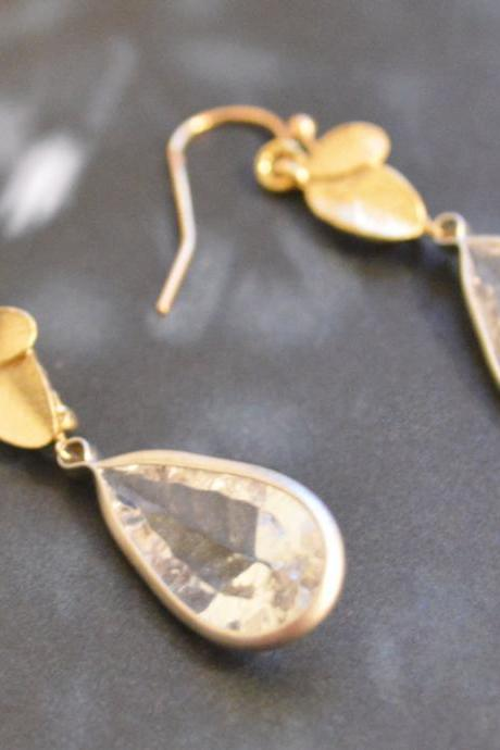 SALE) B-018 Leaf earrings, Bezel set crystal drop earrings, Dangle earrings, Gold plated earrings/Bridesmaid gifts/Everyday jewelry/