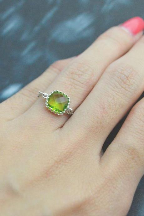 E-032 Peridot Glass ring, Silver Framed ring, Chain ring, Simple ring, Modern ring, Silver plated ring/Everyday/Gift/