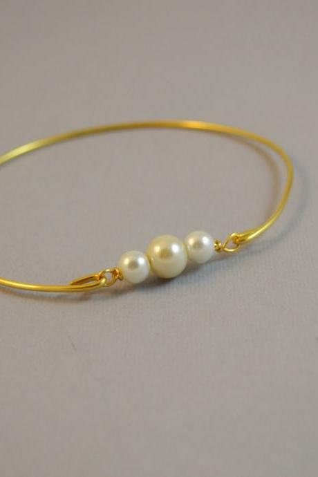 Pearl Bangle Bracelet- Gold Bangle Jewelry- Pearl Accessories- Bridesmaids Gift Ideas- Casual Wear- Minimalist- Pearl Jewelry