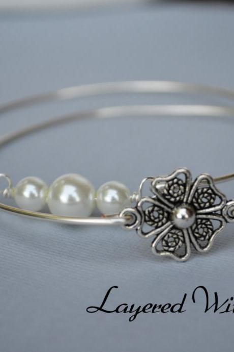 Silver Daisy and Pearl Bangle SET- Silver Bracelet- Flower Bangle- Bangle- Pearl Jewelry- Bridesmaids Gifts- Minimalist Jewelry