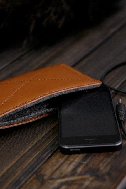 iPhone 5, 4s/4 Leather Wallet / wallet / leather Purse / Phone Cover / Hand-Stitched Felt Phone Purse / Leather Phone Case—T67