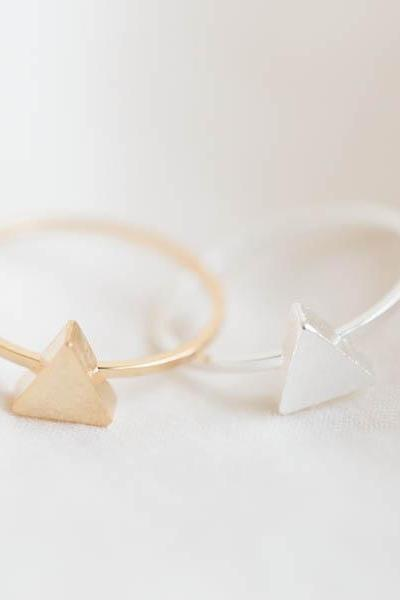 Mini triangle knuckle ring,Jewelry,Ring,triangle ring,geometric,unique ring,cute ring,pyramid ring,modern ring,triangle jewelry,knuckleR280N