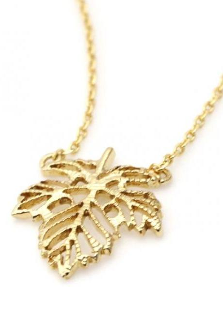 Dainty Ivy Leaf Peadant necklaces in Gold