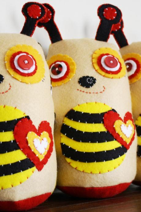 BOObeloobie Bumble the Bee in Yellow, Black, Red and white with cream