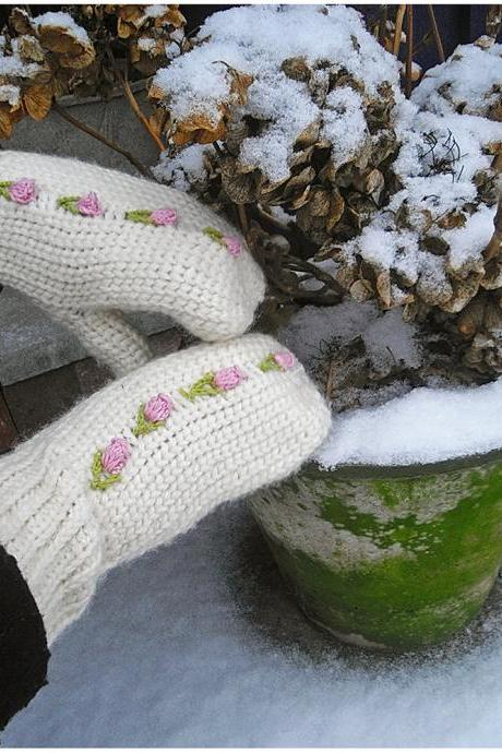 Romantic Mittens with Rose Buds - PDF Crochet Pattern