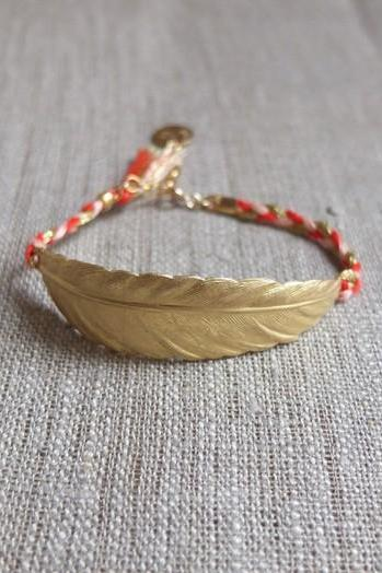 Golden Feather bracelet pen and red tinsel and nude