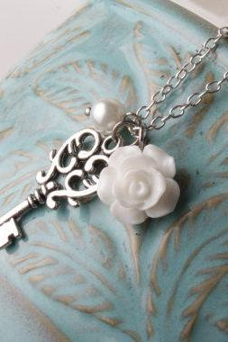 Vintage key necklace -Bridesmaid necklace - white rose necklace - vintage style necklace - short necklace - white and silver - shabby chic - bridesmaid jewelry - white wedding - gift
