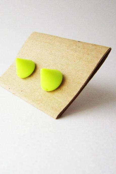 Neon yellow spike stud earrings - Small yellow neon cute cone post earrings - Summer trend earing studs - Neon earrings