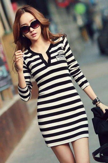 V Neck Black and White Long Sleeve Dress