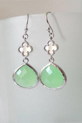 Clover Avanturine Green Earrings. Clover Dangles. Pastel Green Chandeliers. Peridot Crystal Chandeliers. Green Earrings. Bridal, Bridesmaids