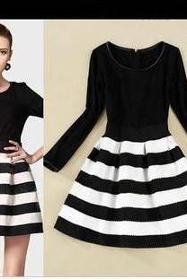 SWEET STRIPED LONG-SLEEVED KNIT DRESS