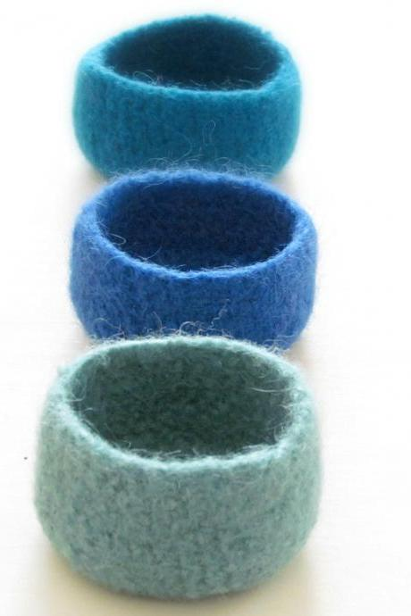 Blue felted bowls / ocean colors / Three little bowls in mint, turquoise and electric blue