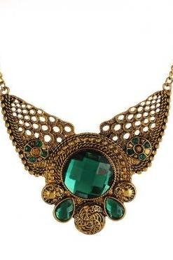 Beautiful Metallic Gold Vintage Design Necklace