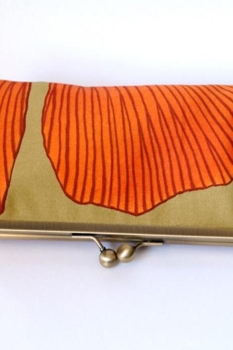 Clutch Frame Kisslock Purse Lined in Silk in a Ginkgo Sateen Print