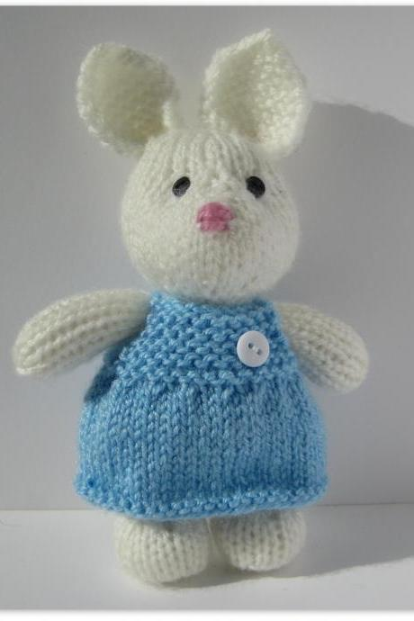 Millie the Rabbit toy knitting pattern
