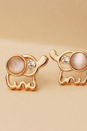 Pair Of Delicate Elegant Rhinestone and Opal Design Women's Elephant Shape Stud Earrings