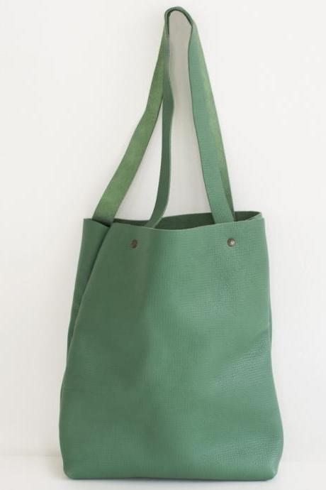 Green Leather Tote Bag -leather tote-leather tote bag-leather tote purse- Distressed Green Leather Travel Bag - Leather Market bag