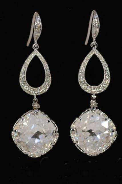 Swarovski Clear Crystal with Teardrop Finding and Cubic Zirconia Earring (E235)
