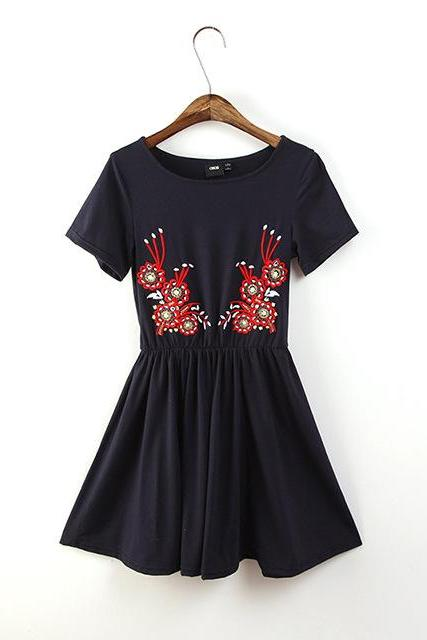 Floral embroidered long-sleeved dress pleated