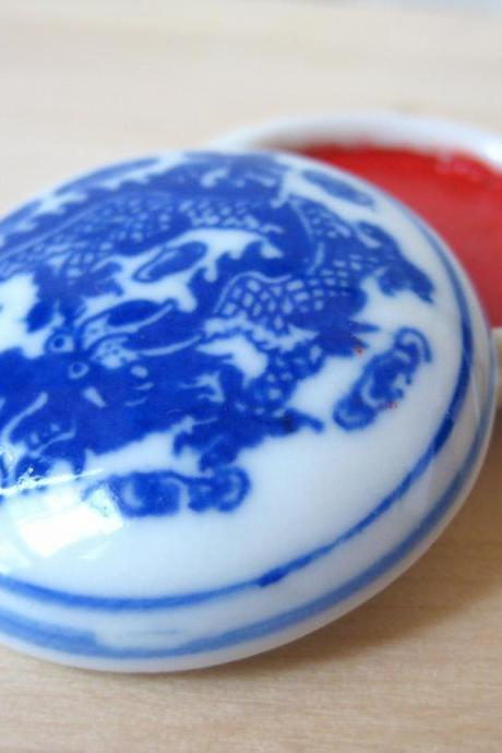 Ink pad in blue and white porcelain