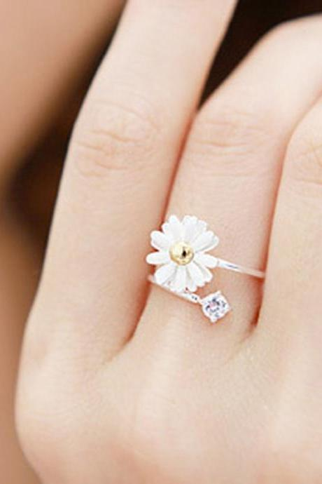 Little daisy flowers alloy and diamond ring,it is adjustable,fits for any size.