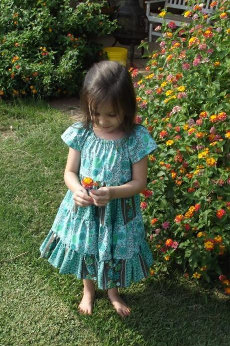 Girls Ruffled Dress size 4, short sleeves, tie sash, full twirl skirt