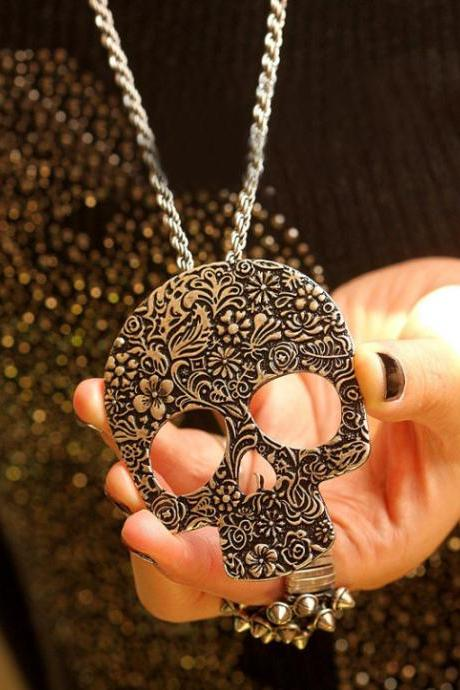 Antique personality pattern atmospheric Punk Skull Long Necklace