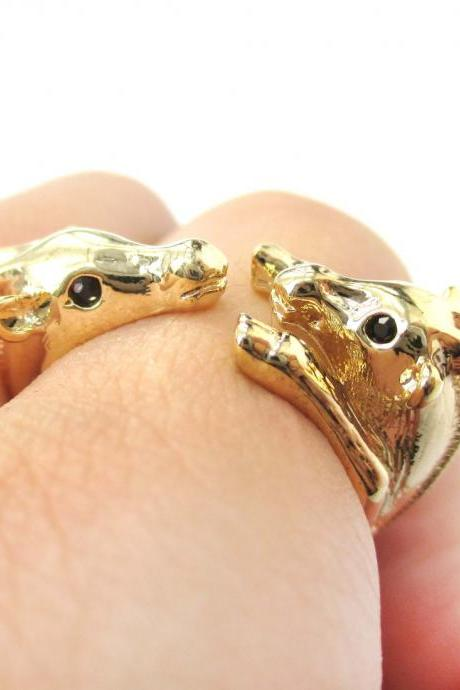 3D Mom and Baby Giraffe Animal Hug Wrap Ring in Shiny Gold | Size 4 to 9
