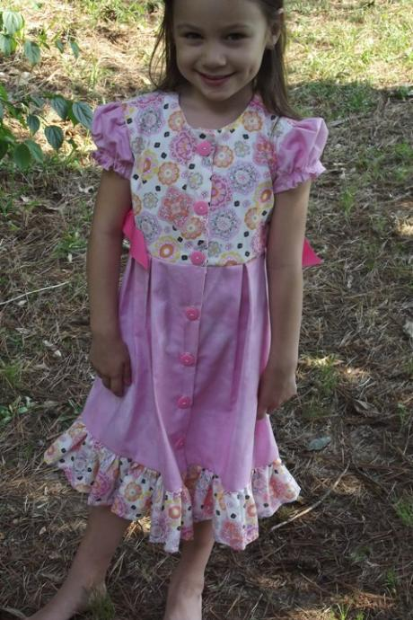 Girls Dress size 5, short sleeves, pleated skirt, side ribbon ties. button front