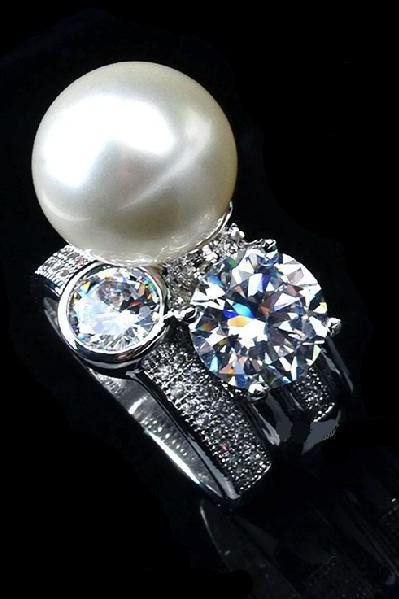 925 Sterling Silver British brand Kisman with large pearl diamond ring us size 6-8, about 10 g