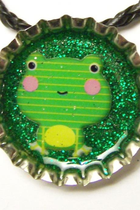 BOTTLE CAP PENDANT - Green Glitter w 3-d Green Frog - magnet on back to use with washer necklaces