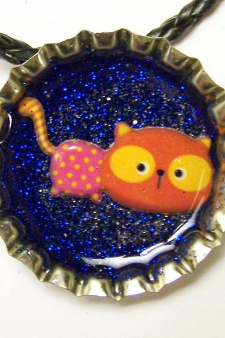 BOTTLE CAP PENDANT - Blue Glitter w 3-d Cat, Kitten - magnet on back to use with washer necklaces