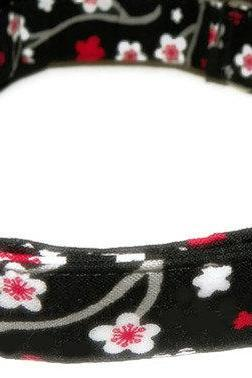 Dog Collar - Black with red and white flowers - Size XS 7-11""