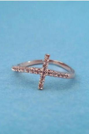 Simple Modern Cross Ring