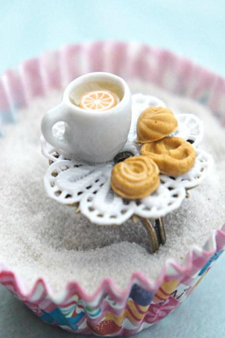 shortbread cookies and tea ring