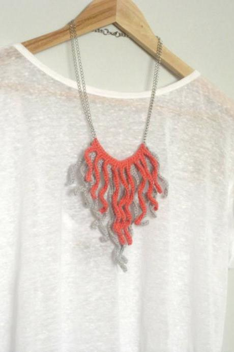 Crochet fringes necklace. Salmon pink and pale grey cotton yarn.