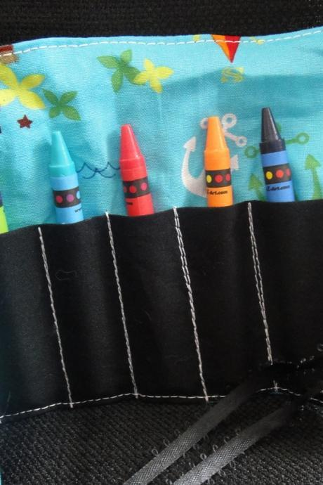 Crayon Roll with 8 crayons, Party Favor in Playful Pirate