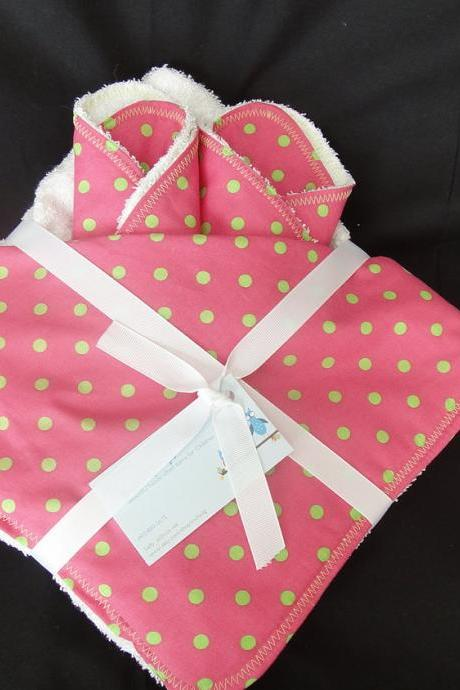Hooded Towel with Matching Washcloths Pink and Green Polka Dot