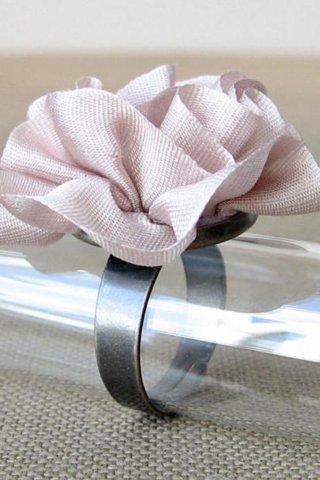 Pale Mauve Silk Ring