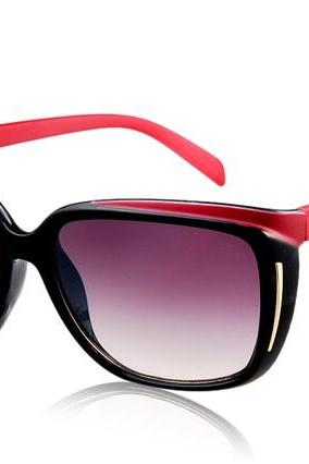 OREKA DY782 Unisex Vintage & Classic Sunglasses with Plastic Frame & Lens (Black & Red)