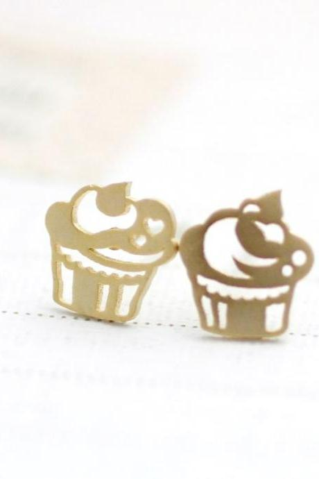 cute and unique Cupcakes post earrings in gold